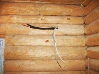 Как спрятать проводку в деревянном доме