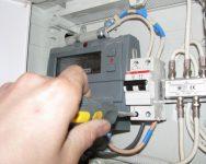 Можно ли самому установить электросчетчик в квартире