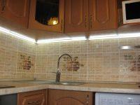 Освещение рабочей зоны на кухне светодиодной лентой