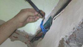 Просверлил проводку в стене что делать
