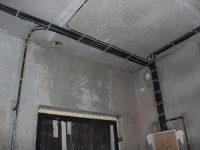 Прокладка проводки по потолку в квартире